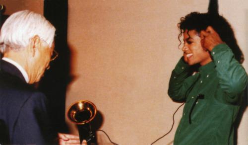 Raridades: Somente fotos RARAS de Michael Jackson. Tumblr_lomyt4OzSi1qg67is