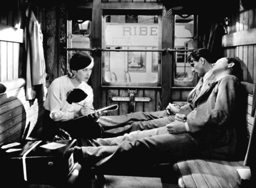 Sérénade à trois d'Ernst Lubitsch (1933) Tumblr_m410cdIBtY1qe90ht