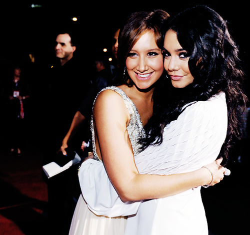 Ashley Tisdale and Vannesa Hudgens - Page 4 Tumblr_m41kuhTYaa1qfo56j
