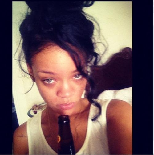 Rihanna .  - Page 37 Tumblr_m77jbpHFDL1rsyf4p