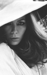 Kate Beckinsale - 200*320 Tumblr_m9fnkcxJID1rp8jyq