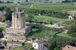 Najlepša sela na svetu La-tour-du-Roy-et-les-vignes-de-Saint-%C3%89milion-XIONGMAO-FOTOLIA.COM_-300x199