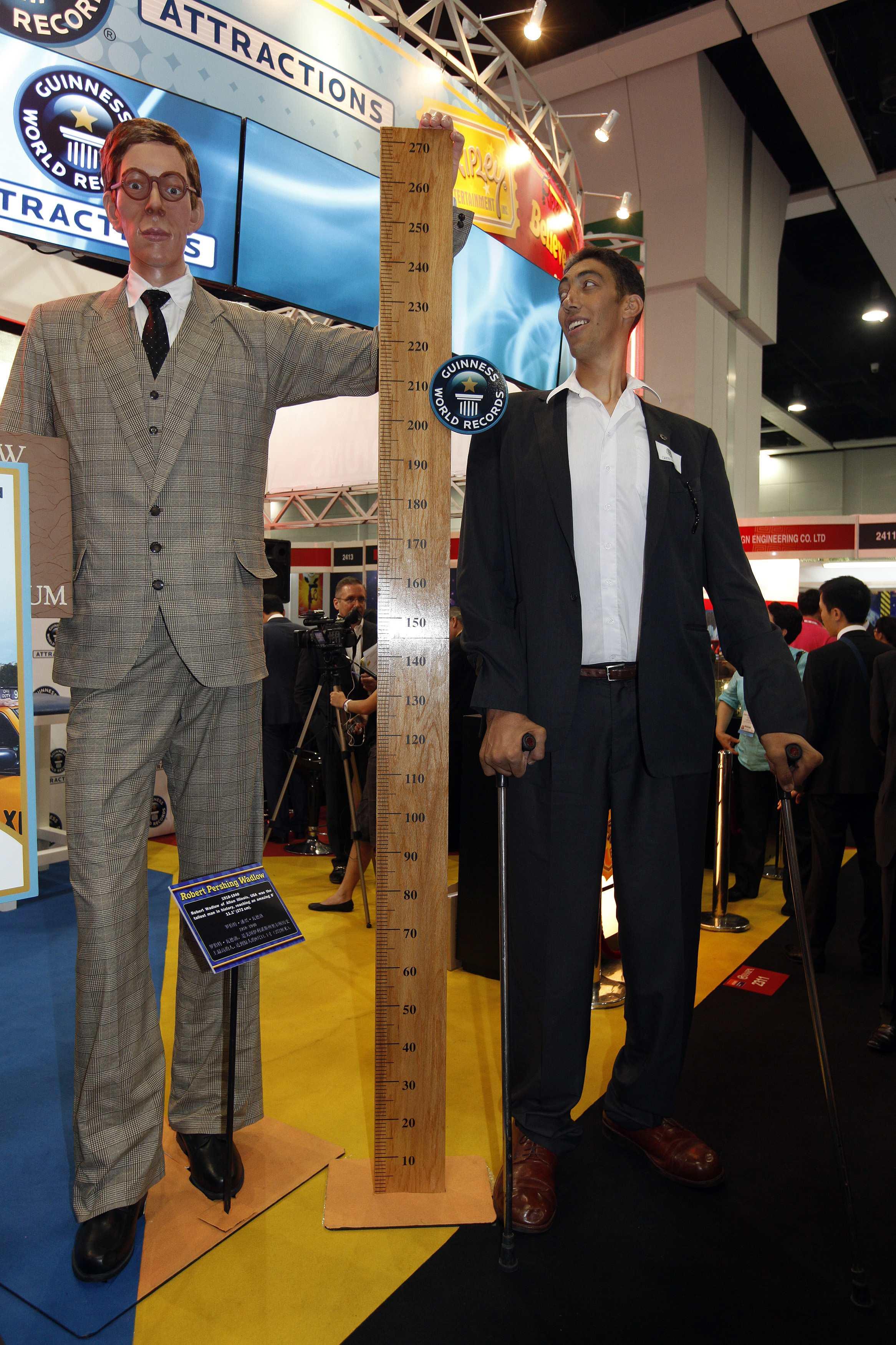 ¿Cuánto mide Sultan Kösen? - Altura - Real height 2012-06-06T063911Z_311127792_GM1E86614WN01_RTRMADP_3_HONGKONG