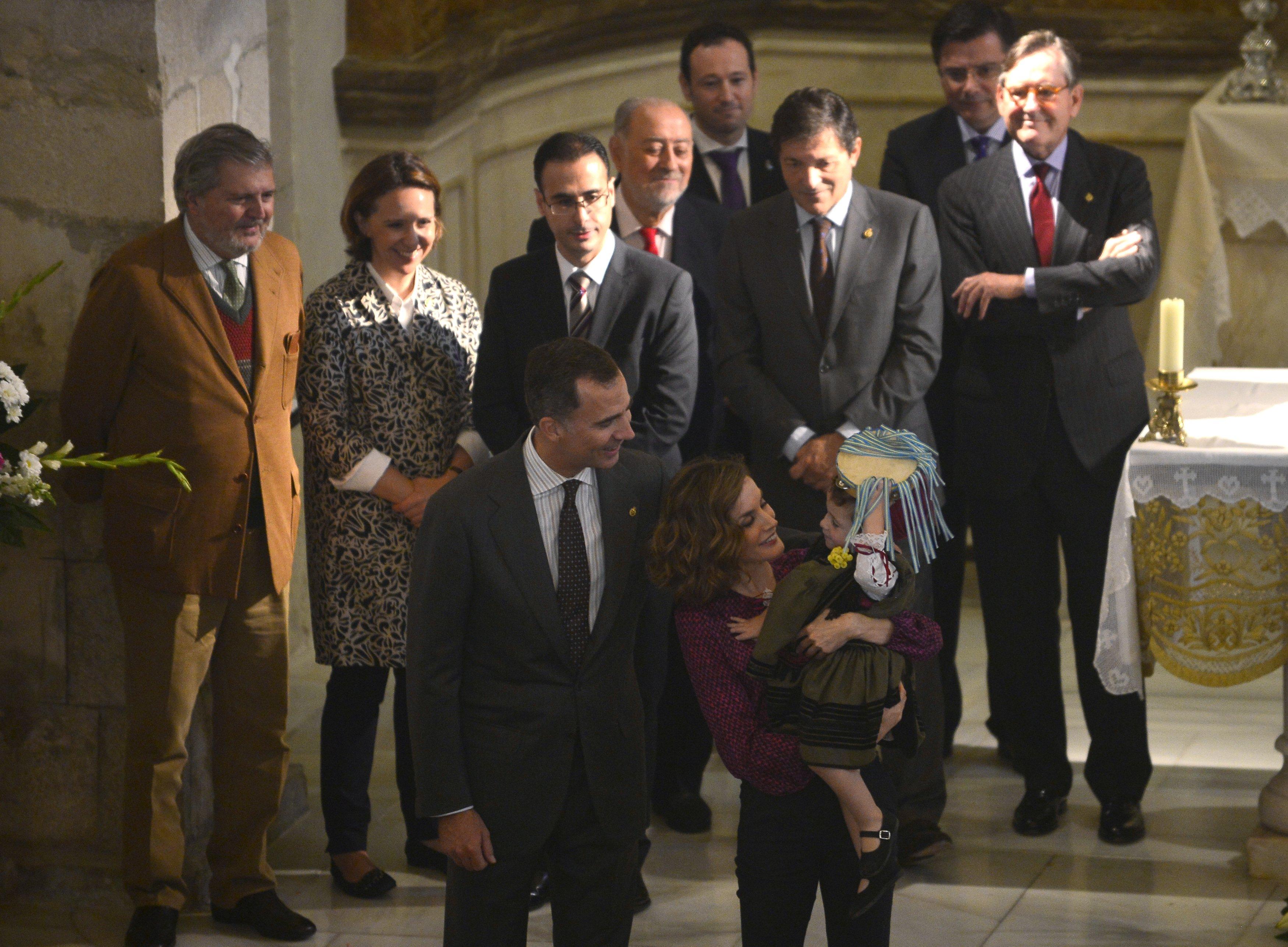 Felipe VI y Letizia - Página 4 2015-10-24T131622Z_500250030_GF20000030804_RTRMADP_3_SPAIN-ROYALS