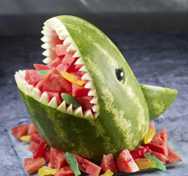 பழங்களில் அழகிய விலங்கு உருவங்கள்  Watermelon-shark