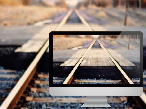ரயில் தண்டவாளங்களின் அழகிய புகைபடங்கள்  Man-made-railroad