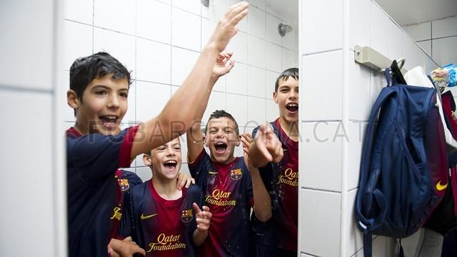 بالصور صغار برشلونة  أبطال الليغا  ( ماذا تصنع اللاماسيا )  2013-05-18_UE_SANT_ILDEFONS_ALEVIN_A_-_FCB_ALEVIN_A_016-Optimized.v1368897795