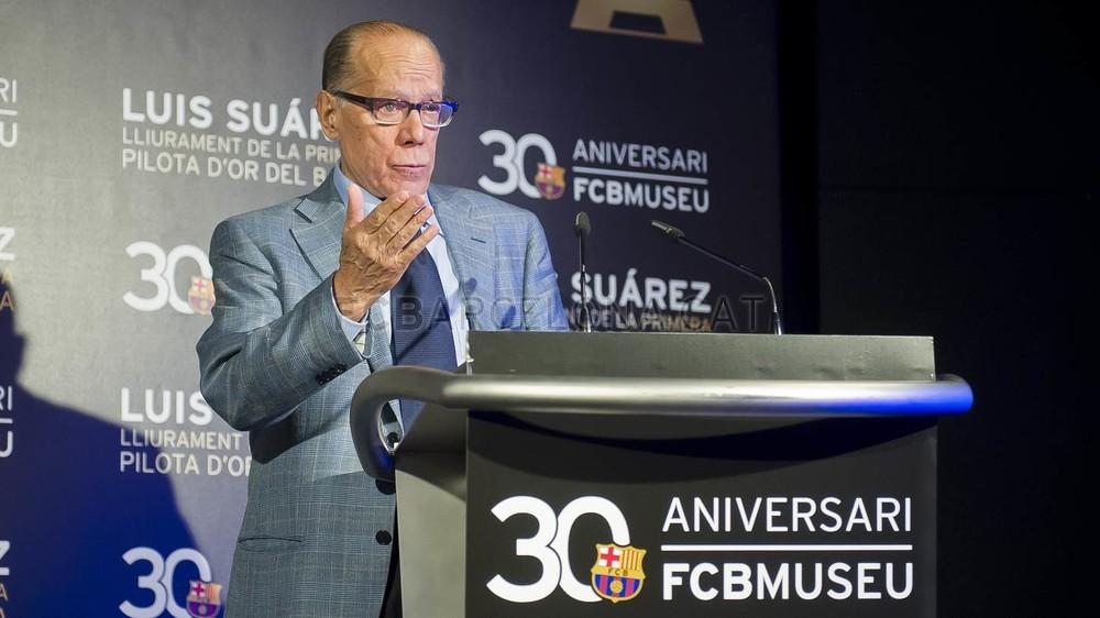لويس سواريز الاسباني يُسلم كرته الذهبية لبرشلونة 2015-04-29_PILOTAORSUAREZ_18-Optimized.v1430335914