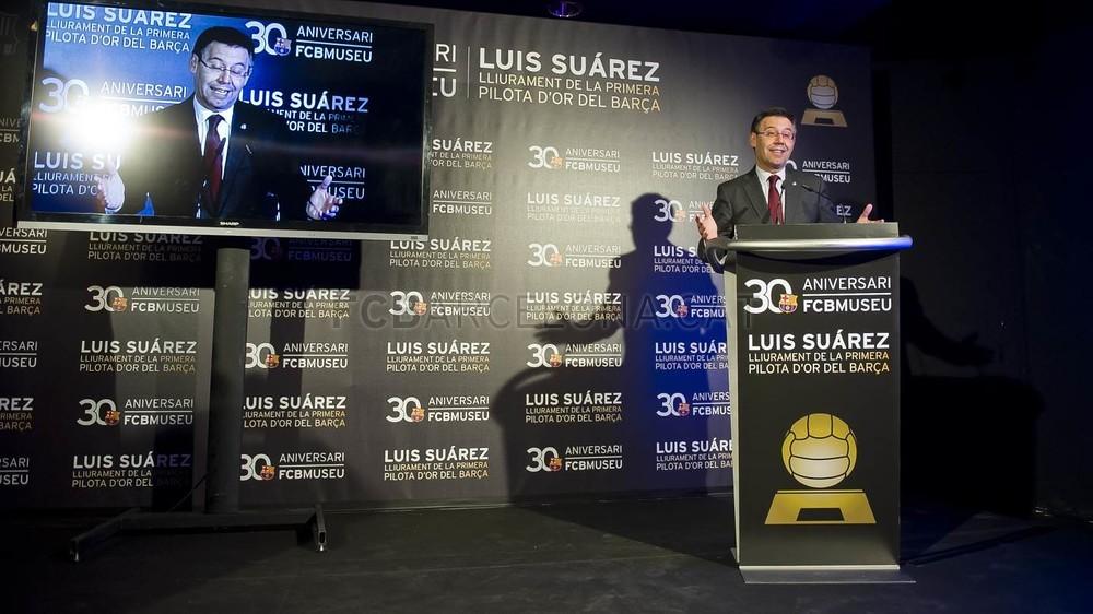لويس سواريز الاسباني يُسلم كرته الذهبية لبرشلونة 2015-04-29_PILOTAORSUAREZ_38-Optimized.v1430335939