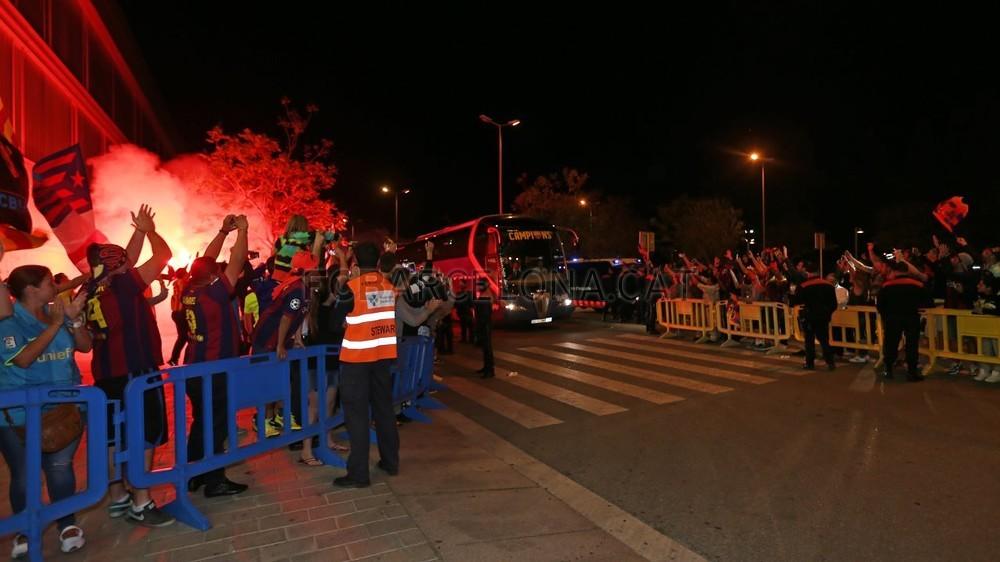 عودة ميمونة لحامل اللقب نادي برشلونة  Pic_2015-05-17_REGRESO_22-Optimized.v1431949338