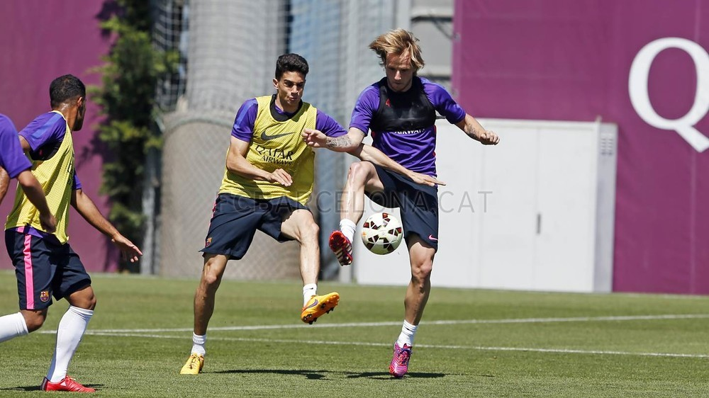 صور تدريبات برشلونة 22-05-2015  Pic_2015-05-22_ENTRENO_46-Optimized.v1432292813