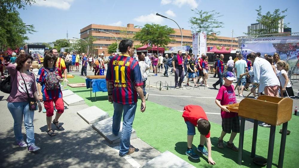 جولة في مدينة برشلونة قبل نهائي الكأس Pic_2015-05-30_FANZONE_21-Optimized.v1433007498