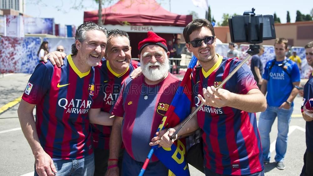 جولة في مدينة برشلونة قبل نهائي الكأس Pic_2015-05-30_FANZONE_25-Optimized.v1433007515