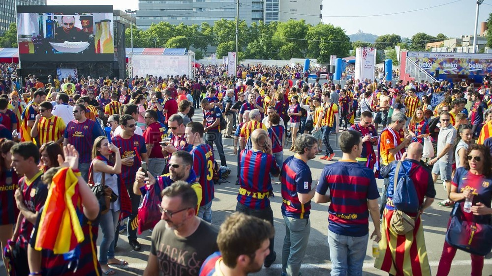 جولة في مدينة برشلونة قبل نهائي الكأس Pic_2015-05-30_FANZONE_41-Optimized.v1433007557
