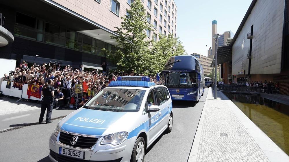 تنقل لاعبي برشلونة إلى برلين  _RG29877-Optimized.v1433507998