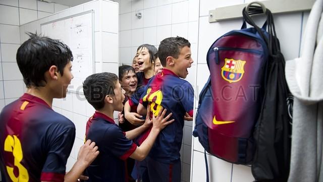 بالصور صغار برشلونة  أبطال الليغا  ( ماذا تصنع اللاماسيا )  2013-05-18_UE_SANT_ILDEFONS_ALEVIN_A_-_FCB_ALEVIN_A_015-Optimized.v1368897793