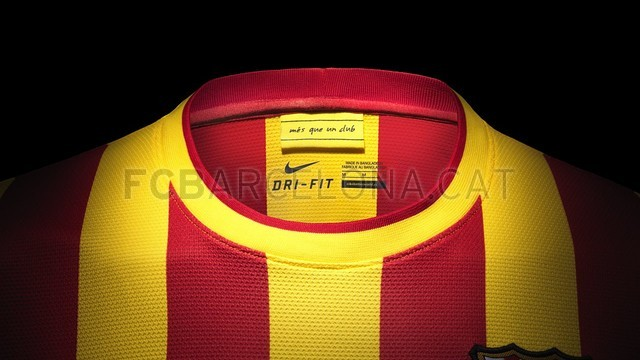 بالصور طقم قميص برشلونة  لموسم 2013-2014 Fa13_FB_ClubKits_Barca_Replica_Away_COLLAR_0244-Optimized.v1369128895