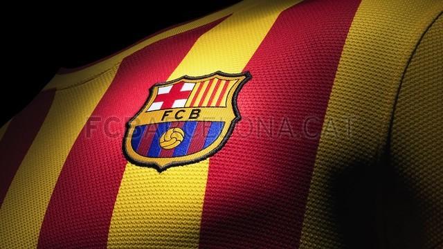 بالصور طقم قميص برشلونة  لموسم 2013-2014 Fa13_FB_ClubKits_Barca_Replica_Away_CREST_0240-Optimized.v1369128899