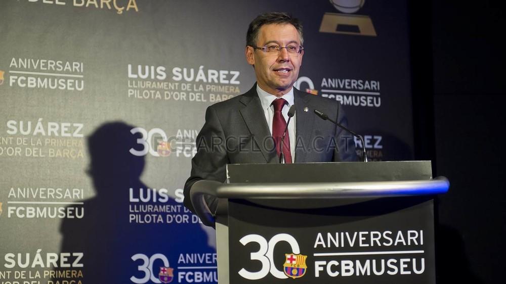 لويس سواريز الاسباني يُسلم كرته الذهبية لبرشلونة 2015-04-29_PILOTAORSUAREZ_37-Optimized.v1430335936
