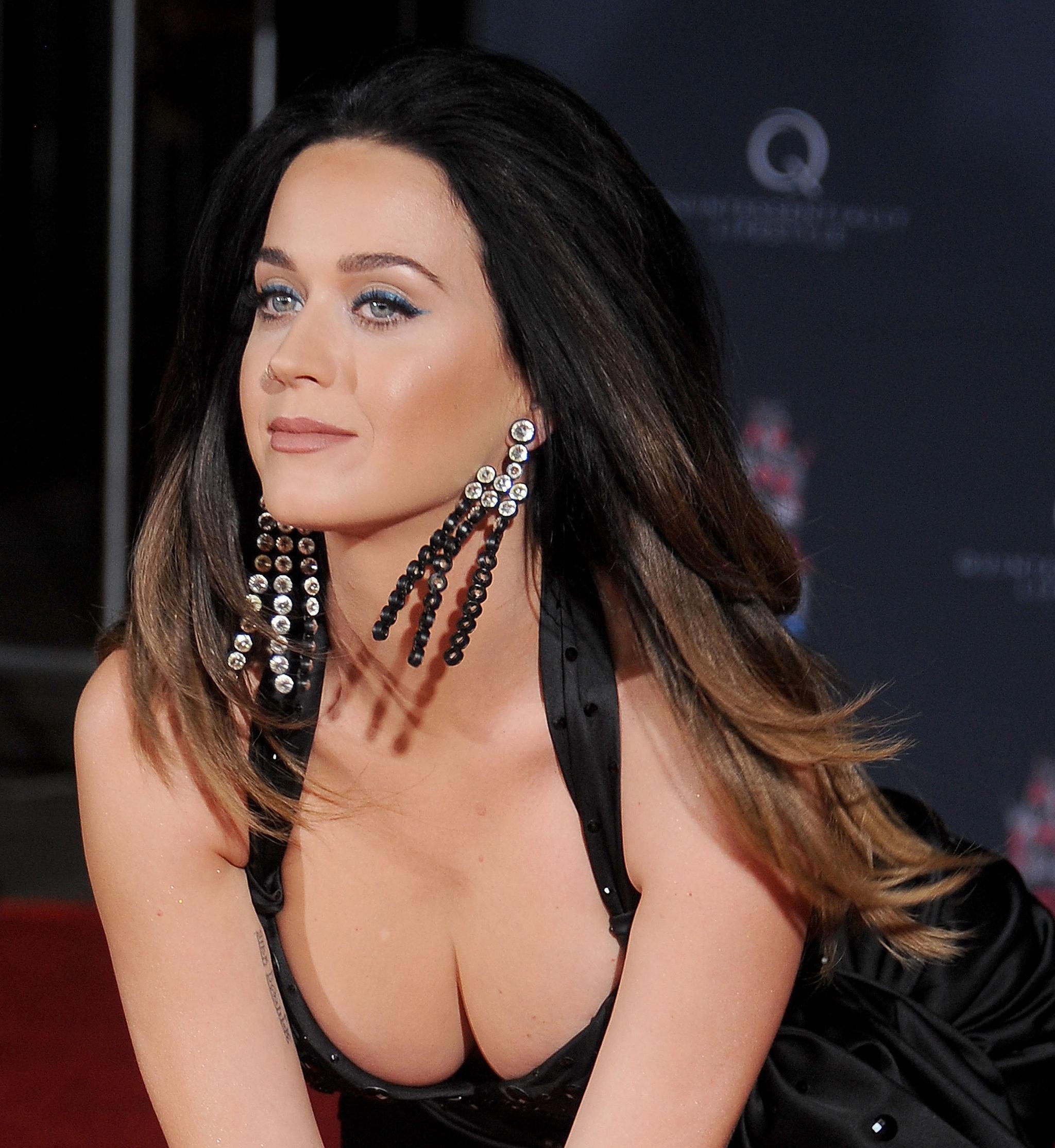 Tías de 25 a 34 años - Página 2 Katy-Perry-Handprint-Ceremony-LA-Pictures