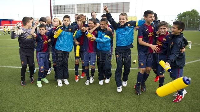 بالصور صغار برشلونة  أبطال الليغا  ( ماذا تصنع اللاماسيا )  2013-05-18_UE_SANT_ILDEFONS_ALEVIN_A_-_FCB_ALEVIN_A_005-Optimized.v1368897766
