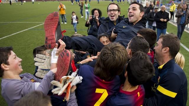 بالصور صغار برشلونة  أبطال الليغا  ( ماذا تصنع اللاماسيا )  2013-05-18_UE_SANT_ILDEFONS_ALEVIN_A_-_FCB_ALEVIN_A_013-Optimized.v1368897784