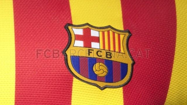 البوم: تصميمات قمصان الفريق للموسم القادم.. Fa13_FB_ClubKits_Barca_Authentic_Away_CREST-Optimized.v1369128883