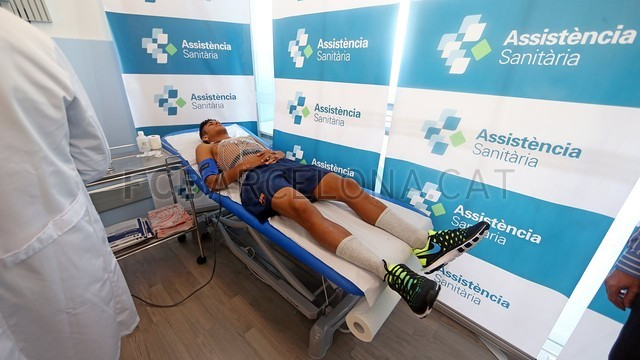 بالصور لحضة وصور نيمار لعمل الفحص الطبي في برشلونة  2013-06-03_NEYMAR_85-Optimized.v1370273592