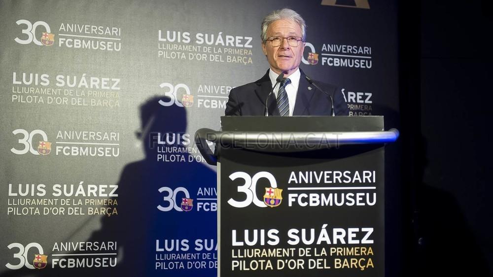 لويس سواريز الاسباني يُسلم كرته الذهبية لبرشلونة 2015-04-29_PILOTAORSUAREZ_16-Optimized.v1430335911