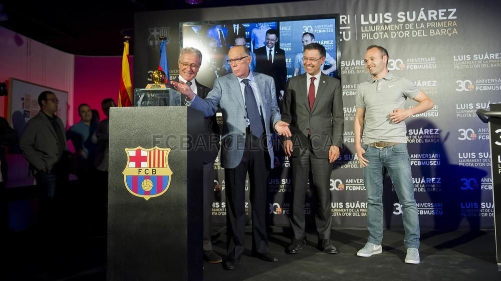 لويس سواريز الاسباني يُسلم كرته الذهبية لبرشلونة 2015-04-29_PILOTAORSUAREZ_30-Optimized.v1430335923