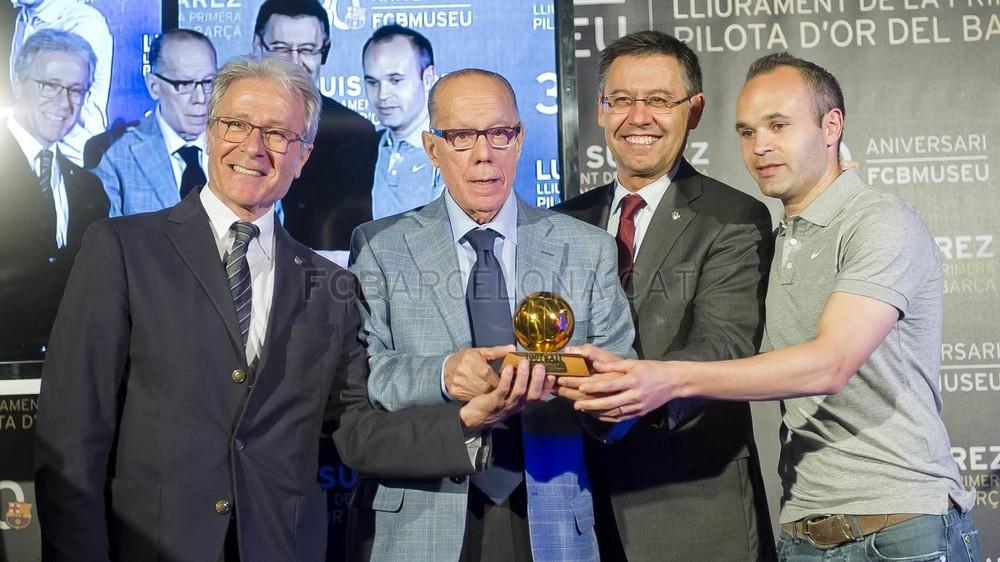 لويس سواريز الاسباني يُسلم كرته الذهبية لبرشلونة 2015-04-29_PILOTAORSUAREZ_31-Optimized.v1430335926