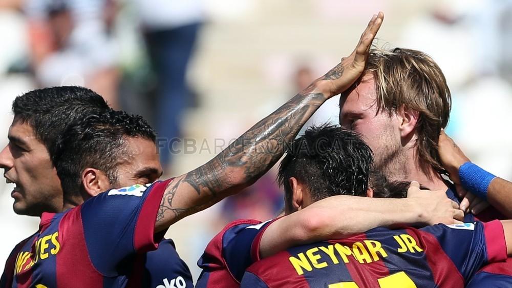 صور : مباراة قرطبة - برشلونة  0-8 ( 02-05-2015 )  2015-05-02_OTRO_CORDOBA-BARCELONA_15-Optimized.v1430667824