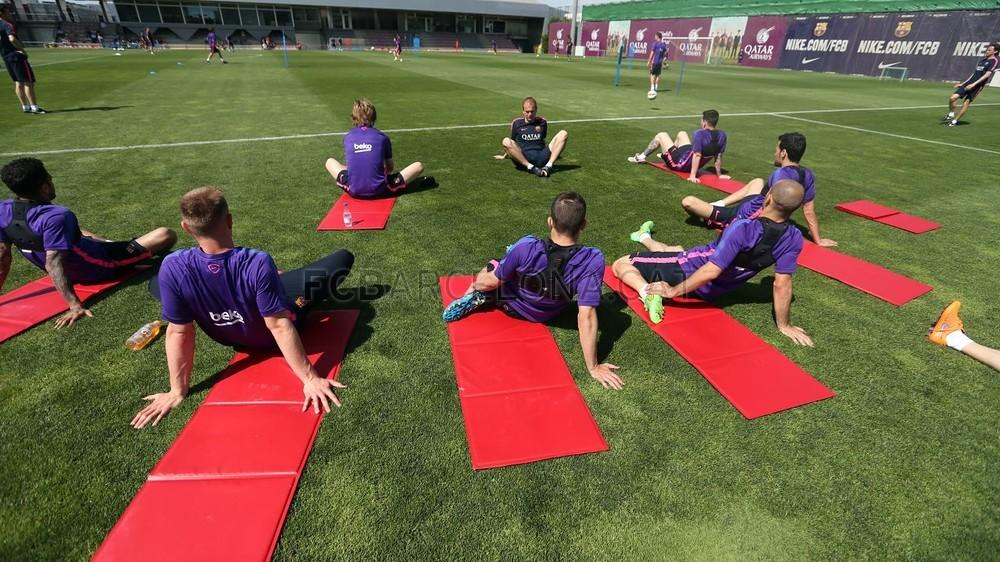 أجواء مرحة في تدريبات برشلونة غداة الفوز على البايرن Pic_2015-05-07_ENTRENO_29-Optimized.v1430996079