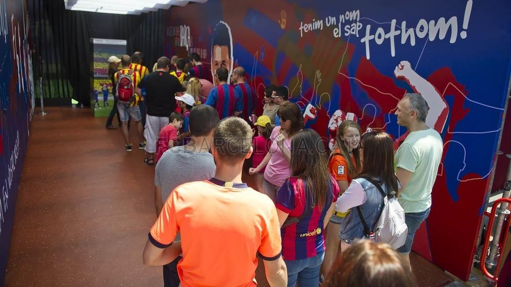 جولة في مدينة برشلونة قبل نهائي الكأس Pic_2015-05-30_FANZONE_02-Optimized.v1433007439