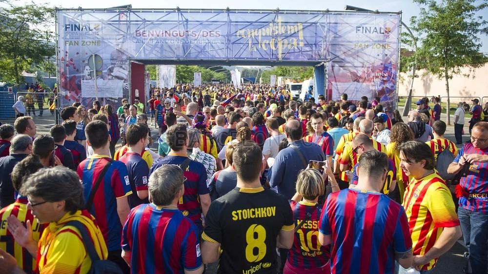 جولة في مدينة برشلونة قبل نهائي الكأس Pic_2015-05-30_FANZONE_26-Optimized.v1433007518