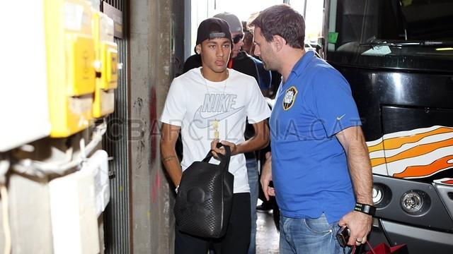 بالصور .. البرازيلي نيمار يصل إلى برشلونة .. ويستعد لاستقبال حافل في كامب نو 2013-06-03_NEYMAR_08-Optimized.v1370262395