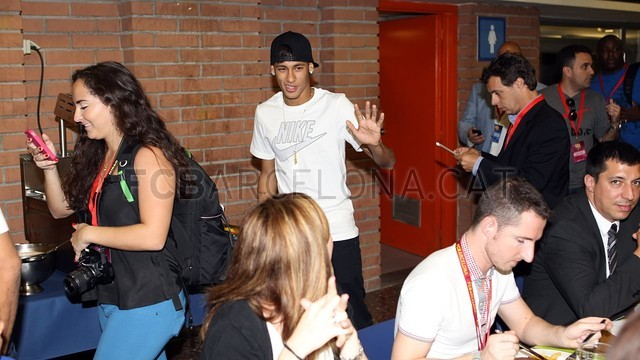 بالصور .. البرازيلي نيمار يصل إلى برشلونة .. ويستعد لاستقبال حافل في كامب نو 2013-06-03_NEYMAR_31-Optimized.v1370264610