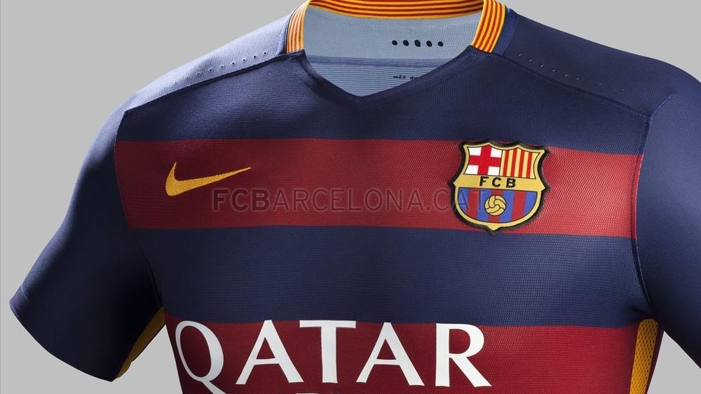 رسمياً : برشلونة يكشف عن قميصه الجديد لموسم 2015-2016 Fa15_Club_Kits_PR_Match_Crest_H_Barcelona_R-Optimized.v1432414558