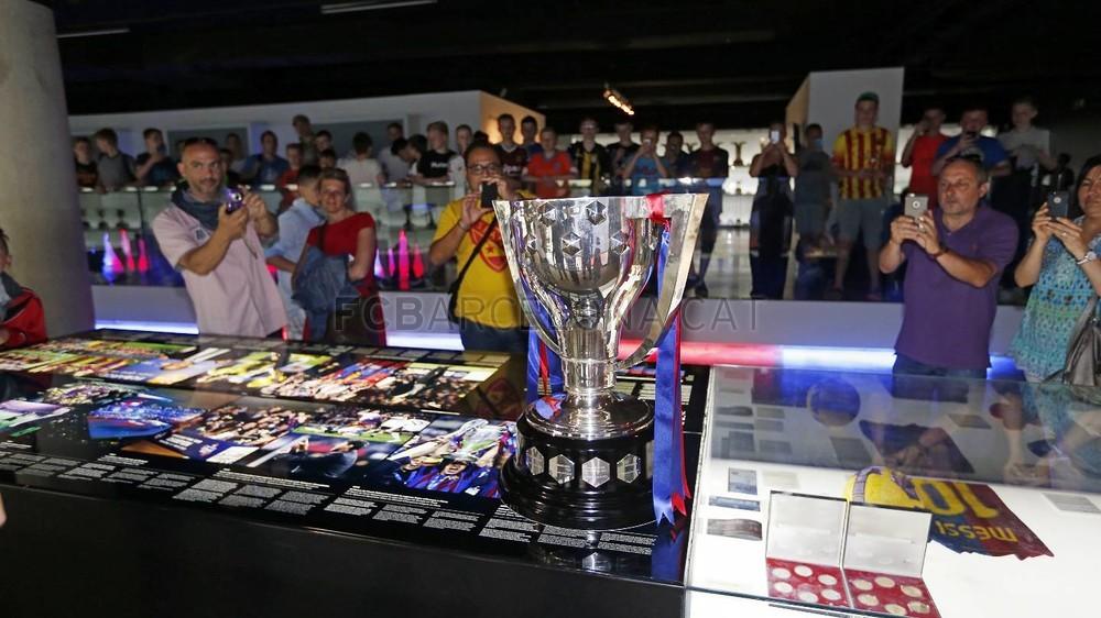 بالصور : كأس الليغا 23 في متحف النادي  Pic_2015-05-26_LIGA_MUSEO_02-Optimized.v1432660242