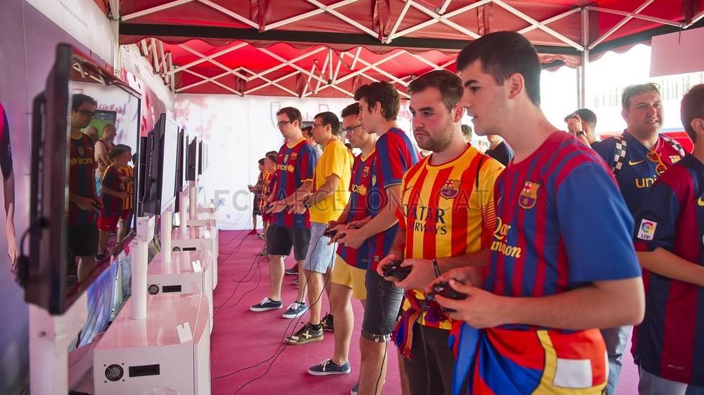 جولة في مدينة برشلونة قبل نهائي الكأس Pic_2015-05-30_FANZONE_10-Optimized.v1433007468