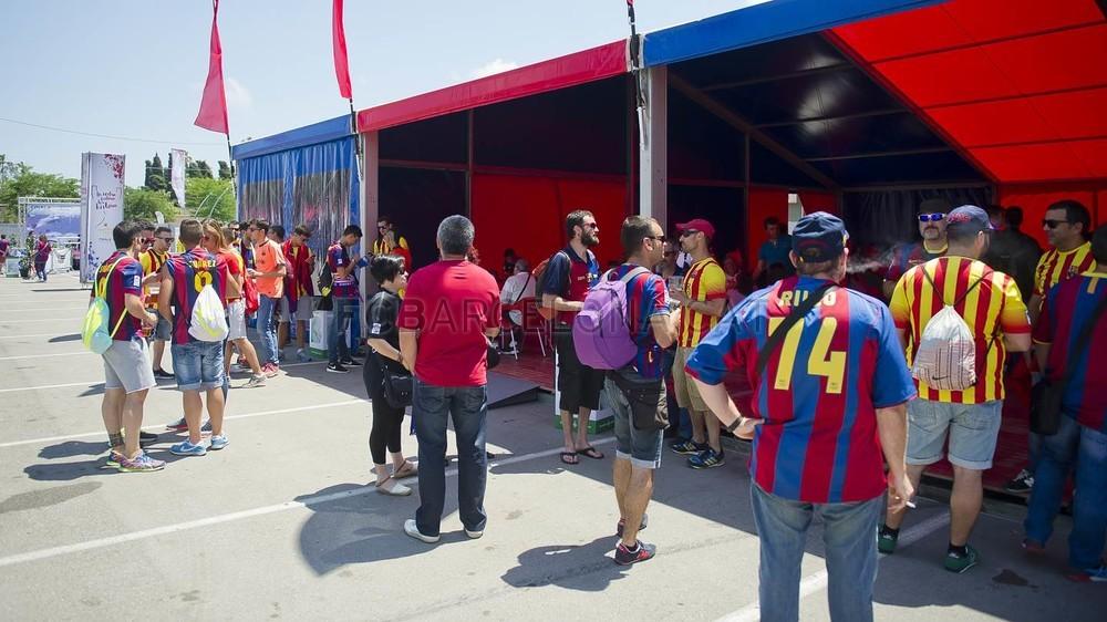 جولة في مدينة برشلونة قبل نهائي الكأس Pic_2015-05-30_FANZONE_15-Optimized.v1433007475