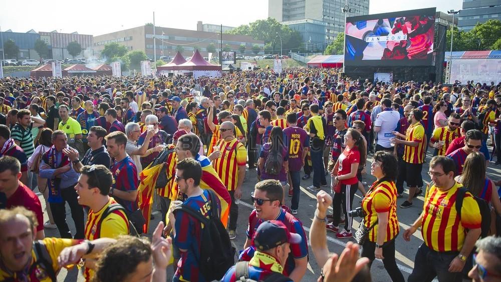 جولة في مدينة برشلونة قبل نهائي الكأس Pic_2015-05-30_FANZONE_38-Optimized.v1433007547