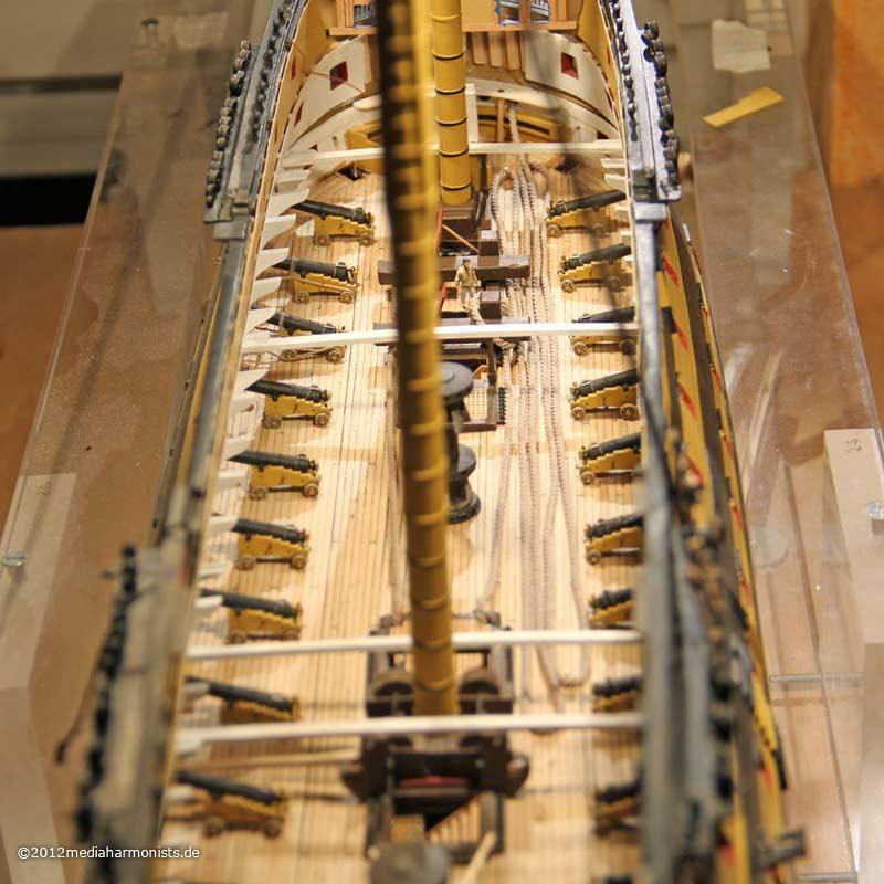 Le plastique c'est fantastique (HMS Victory) 800_Victory-anchoring_1581