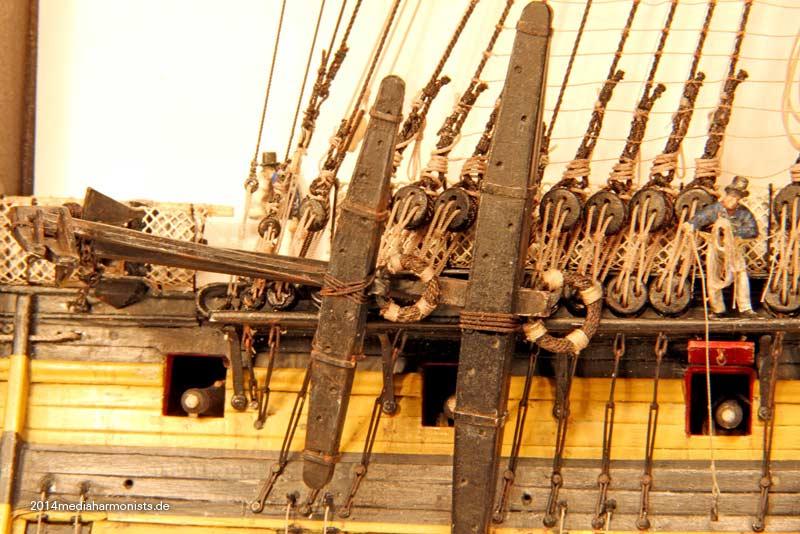 Le plastique c'est fantastique (HMS Victory) - Page 2 Victory-140712_4942
