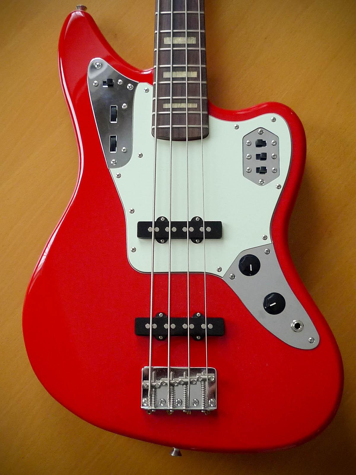 mostre o mais belo jaguar que você já viu! Fender-deluxe-jaguar-bass-73962