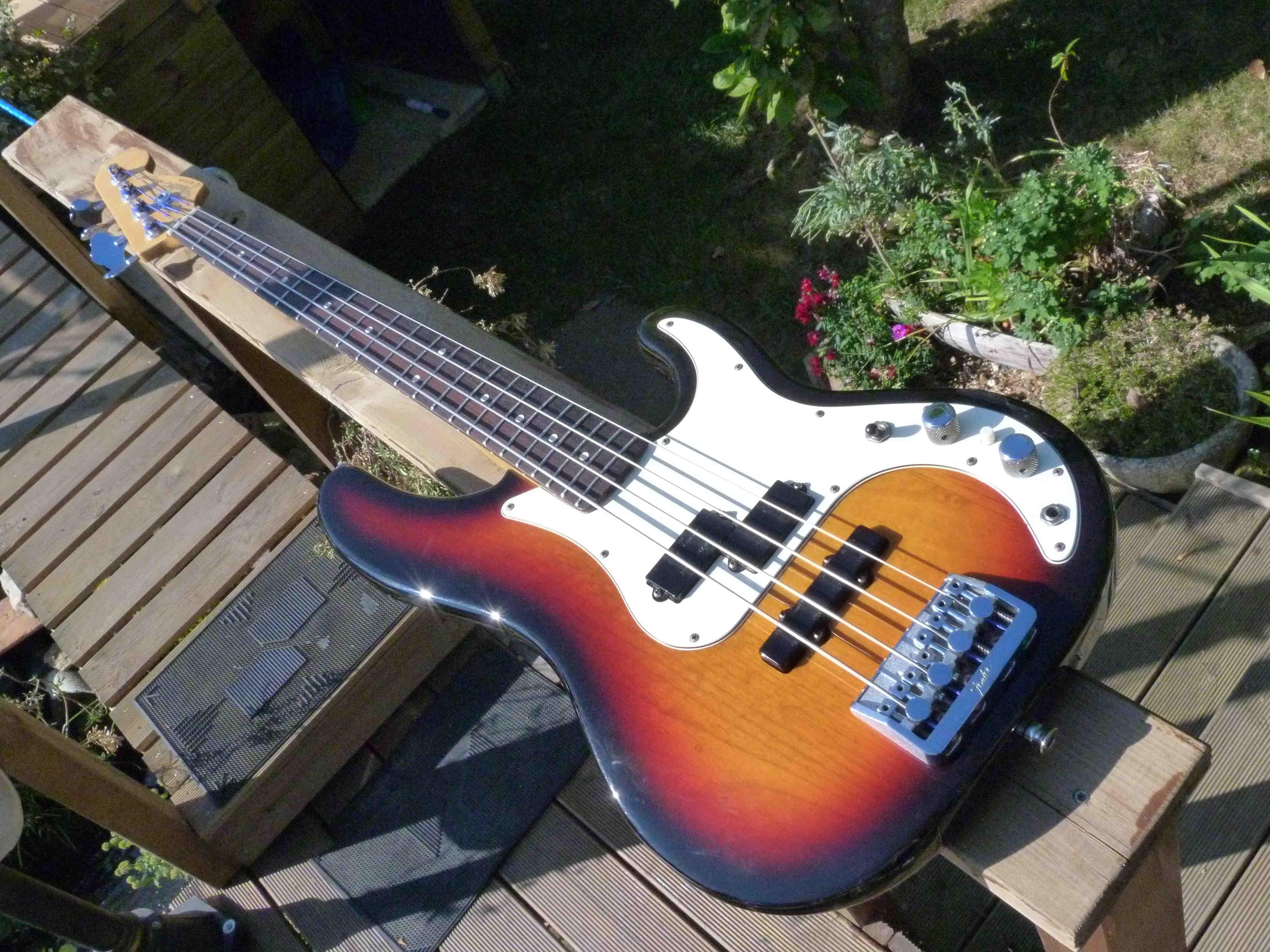 Precision Bass Special Fender-precision-bass-plus-deluxe-1992-1994-287859
