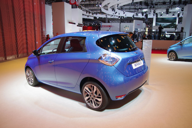 Pour Noël 2015, la nouvelle couleur Bleu Foudre Renault-zoe-6