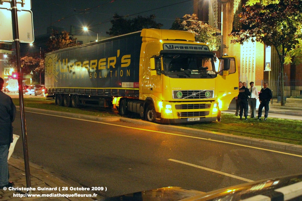Un camion arrache les caténaires de T1 IMG_0403