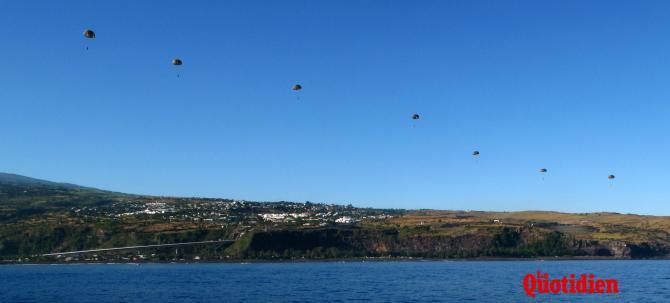 Sauts en parachute au-dessus de la baie Saint-Paul  40464-5687