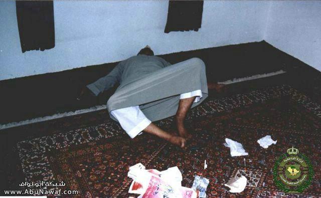 صور - تهريب المخدرات بالمصحف الشريف !؟ W1